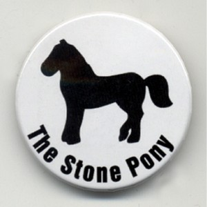 https://tiendastonepony.com/101-thickbox/chapa-the-stone-pony-blanca.jpg