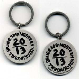 http://tiendastonepony.com/1116-2103-thickbox/25-oferta-llavero-oficial-wrecking-ball-2013.jpg
