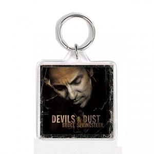 http://tiendastonepony.com/1722-3632-thickbox/20-oferta-llavero-portada-devils-dust.jpg