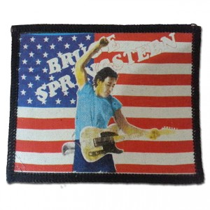 http://tiendastonepony.com/1777-3724-thickbox/parche-bruce-springsteen-bandera-imagen-directo-born-in-the-usa.jpg