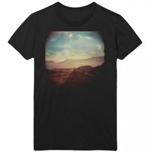 http://tiendastonepony.com/2349-4943-thickbox/camiseta-western-stars-artwork-paisaje-oficial-2019.jpg