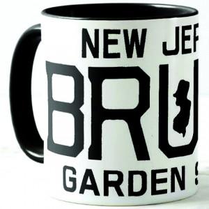 http://tiendastonepony.com/2748-5874-thickbox/50-oferta-taza-new-jersey-bruce-garden-state-negra-con-textos-en-negro.jpg